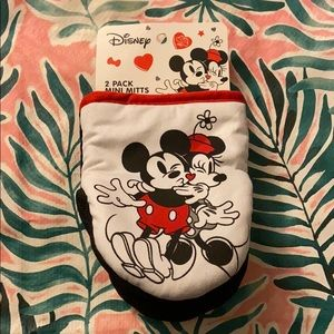 2 Pack Mini Oven Mitts Disney Micky & Minnie NWT